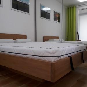 Łóżko bukowe z cofniętym pojemnikiem FORTE 14