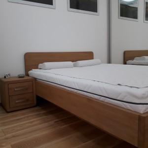 Łóżko bukowe z cofniętym pojemnikiem FORTE 15