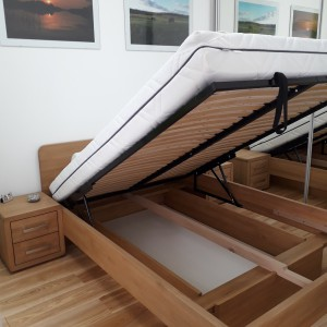 Łóżko bukowe z cofniętym pojemnikiem FORTE 17