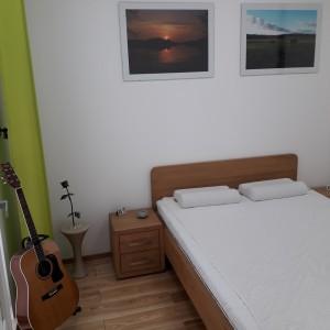 Łóżko bukowe z cofniętym pojemnikiem FORTE 19